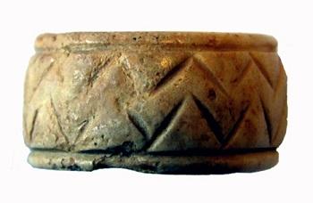 Medieval_ring,_Bone_finger_ring